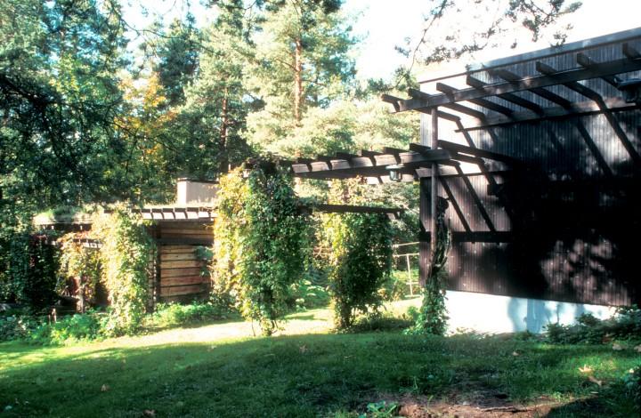 Courtyard, the sauna left and the house right, Villa Kokkonen
