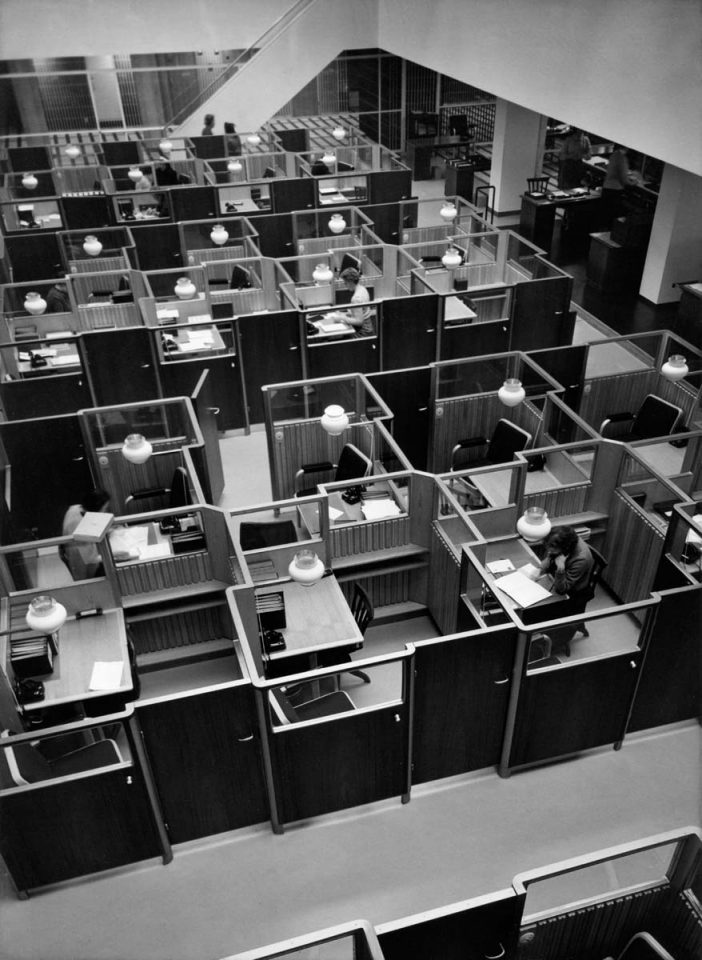 Customer service hall with 28 interview cubicles in 1957, National Pensions Institute