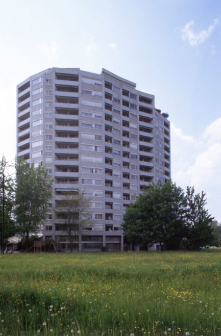 Main facade, Schönbühl Apartment House and Commercial Centre