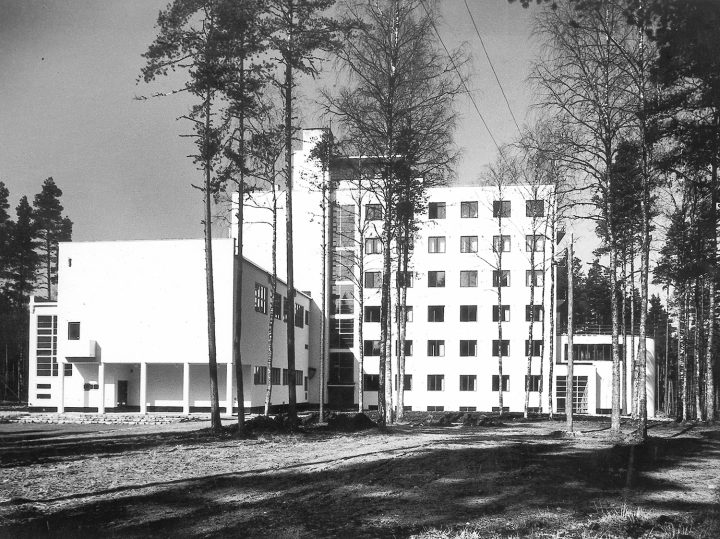 Main building from the side of the western wing, Vierumäki Sports Institute
