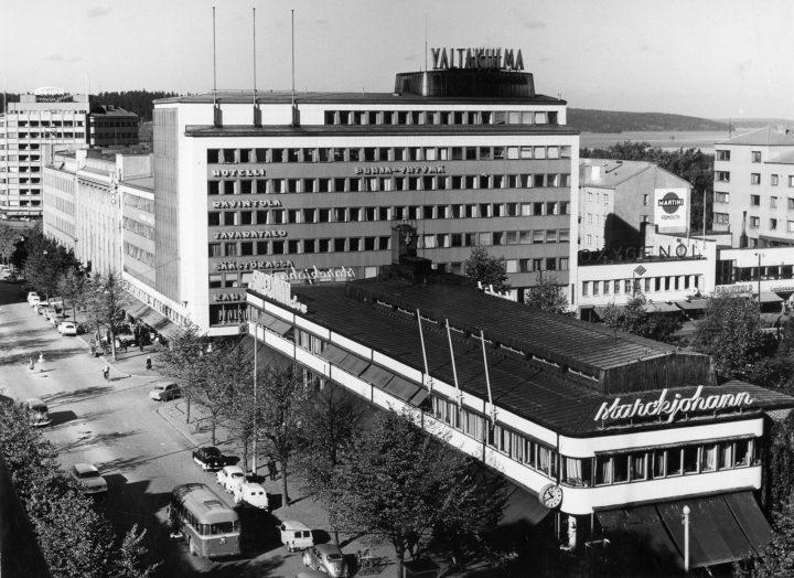 View from the opposite side of the Aleksanterinkatu Street, Starckjohann Building