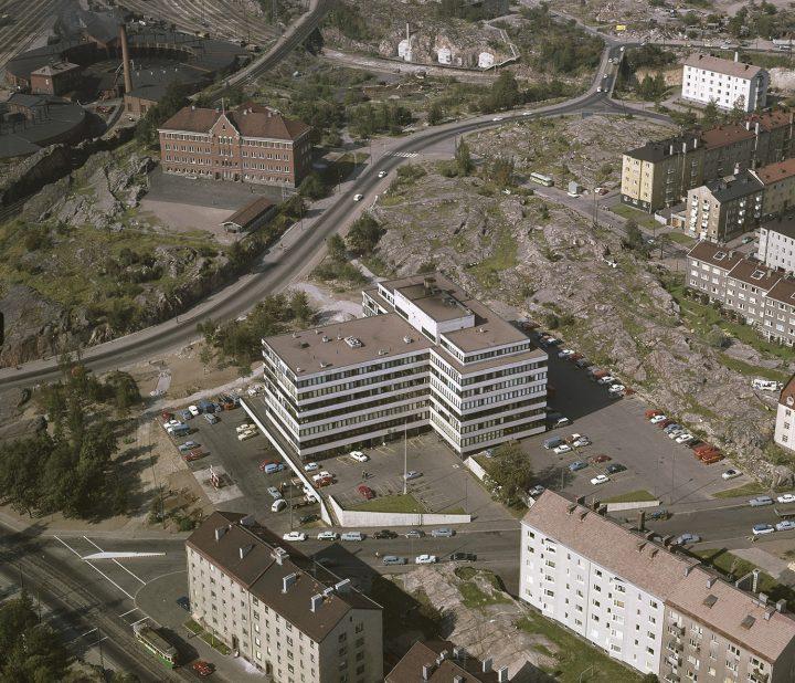 1964 . Alppiharju, Alppila. Keskell‰ Alppitalo, Karjalankatu 2., Industry House