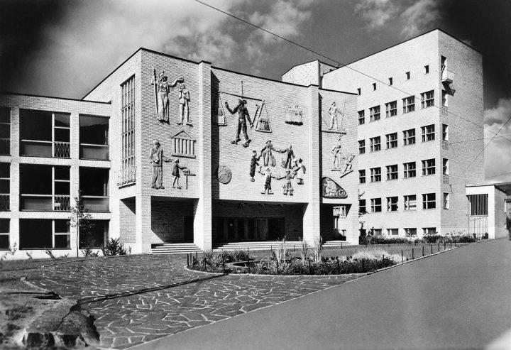 The main façade photographed in 1950, Helsinki School of Economics