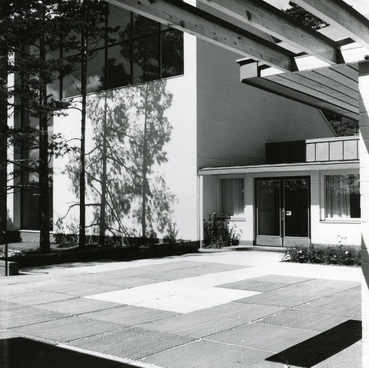 Main entrance, Hirvensalo Church and Parish Centre