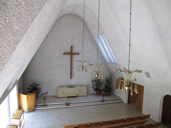 Nave and altar, Ristikangas Funerary Chapel