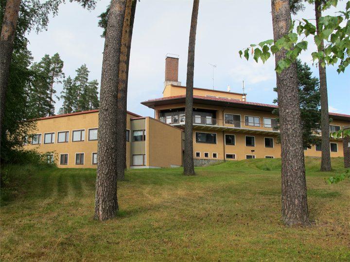 Façade towards the lake, Mänttä District Hospital