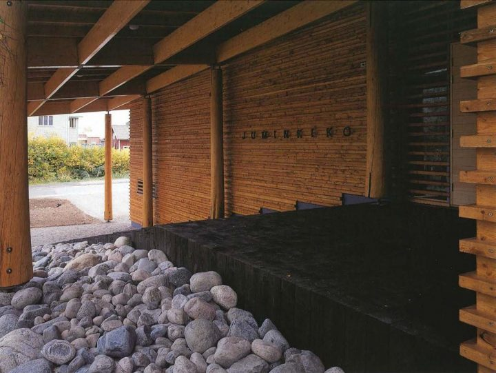 Entrance canopy, Juminkeko Information Centre for the Kalevala and Karelian Culture