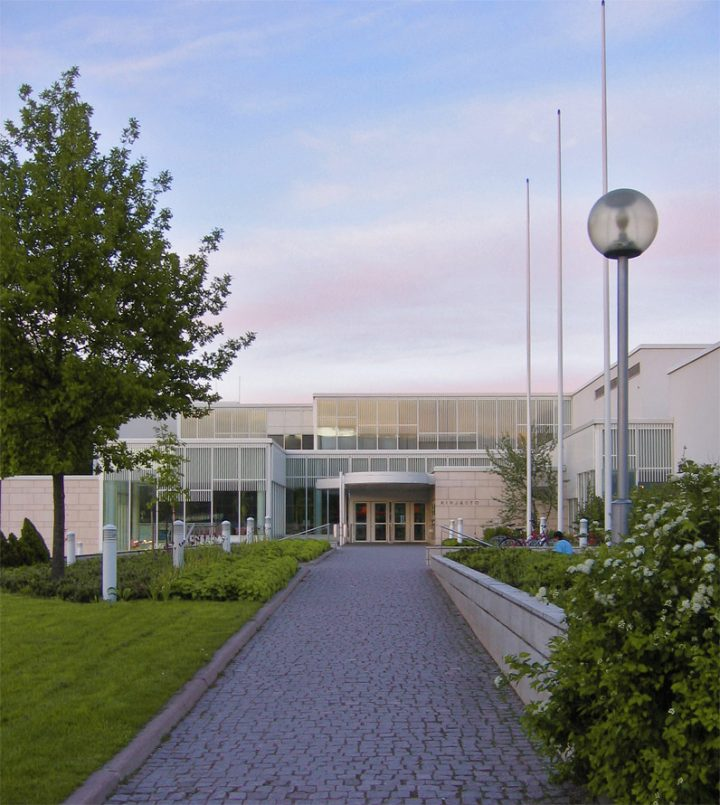 Pathway to the main entrance, Lahti Main Library