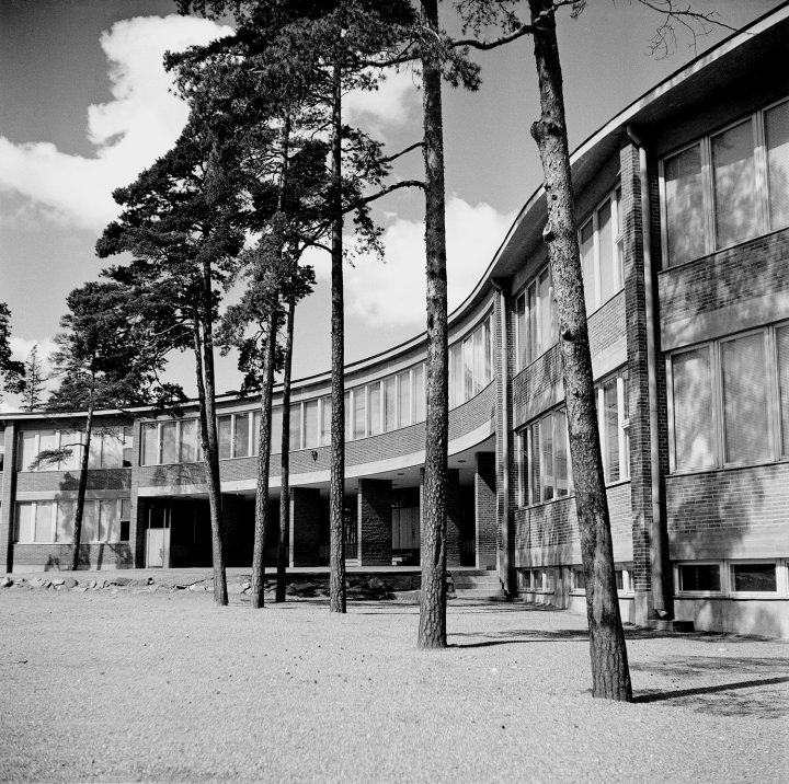 Meilahti Primary School photographed in 1957, Meilahti Primary School