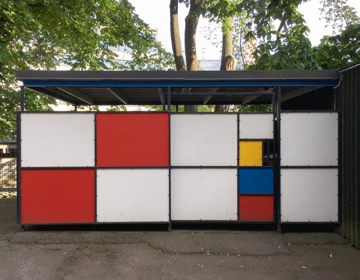 Modernist references even in the smallest details: Piet Mondrian style garbage shelter was built later to the backyard, Merimiehenkatu Housing