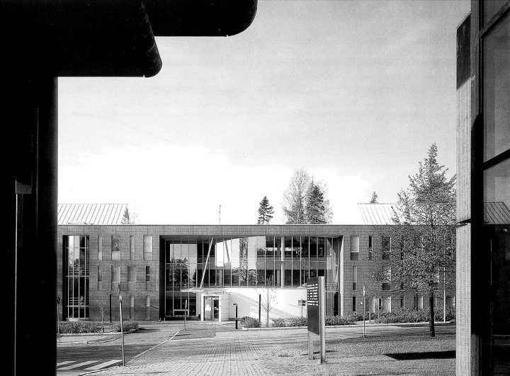 East elevation and main entrance, Munkkiniemi Service Centre