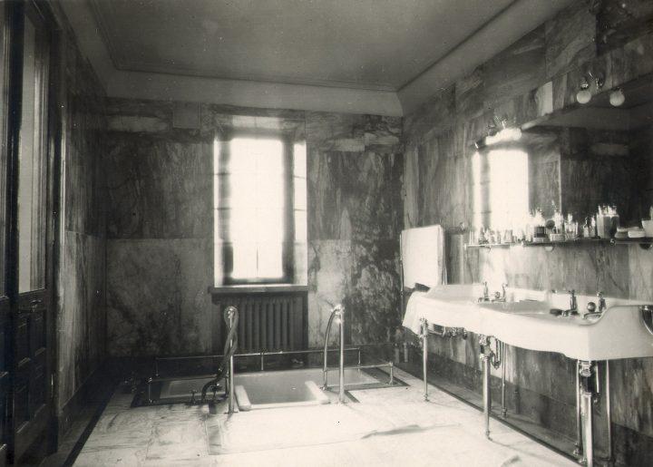 Original bathroom, Vanaja Mansion