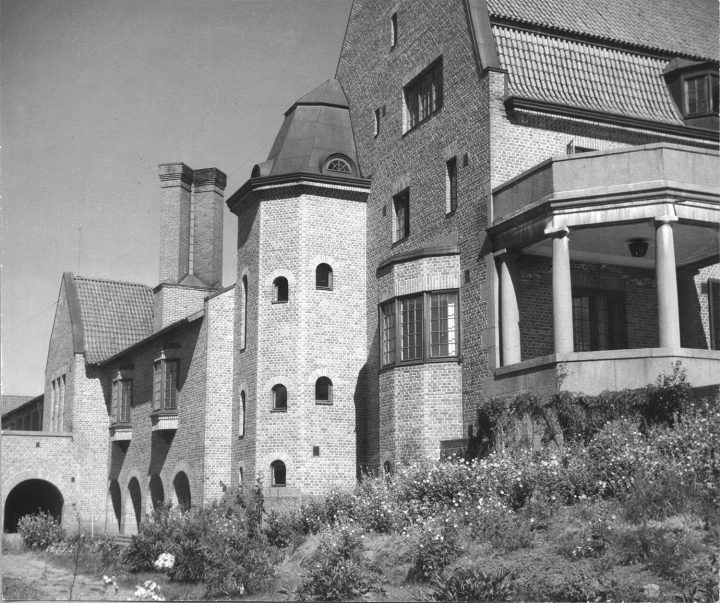 Western façade, Vanaja Mansion