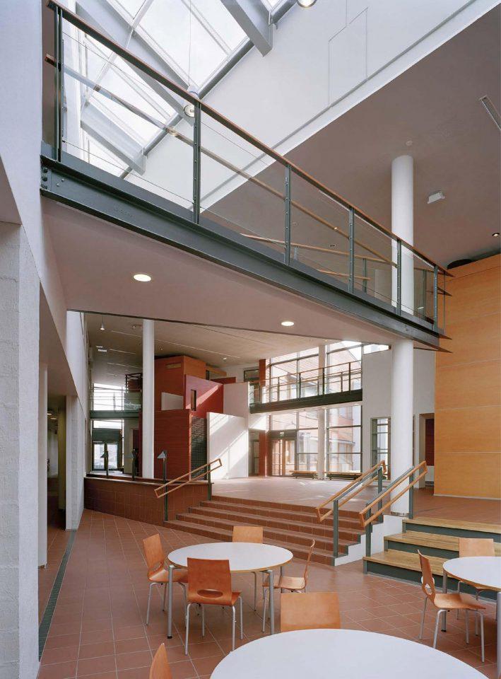 Central hall, Ruusutorppa School