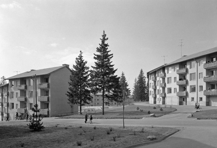 Intersection of Männikkötie and Koivikkotie in the early 1960s, Sahanmäki Residential Area