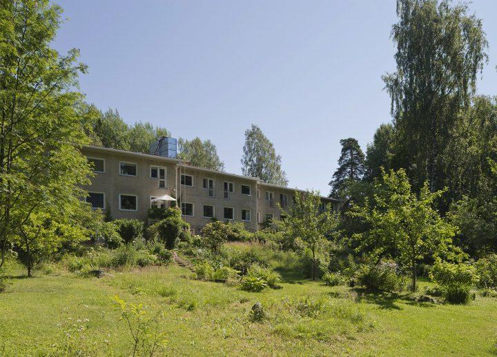 Koivikkotie 14 row house was designed by Rudolf Lanste , Sahanmäki Residential Area