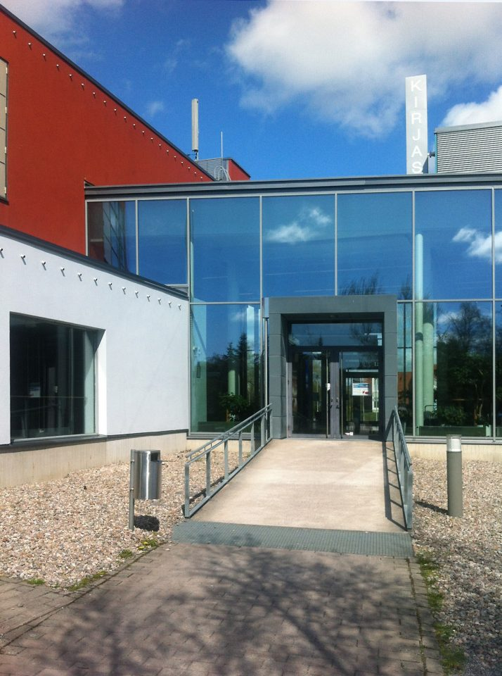 Main entrance, Raisio Library and Auditorium