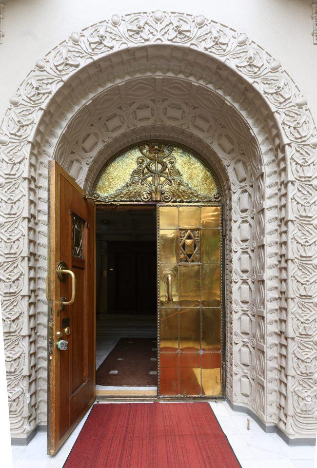 The brass door of the stock exchange hall, Stock Exchange Building