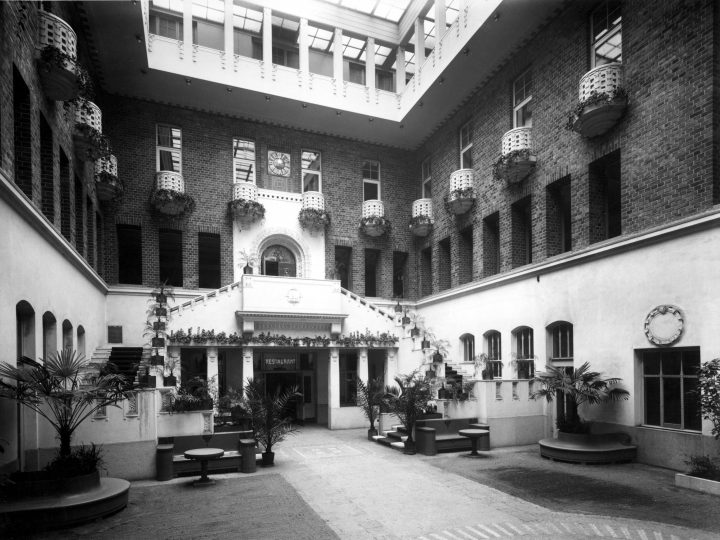 The atrium photographed in 1928 , Stock Exchange Building