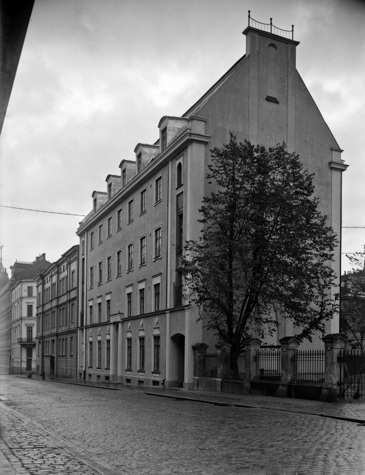 Street view in 1926, House of Learned Societies
