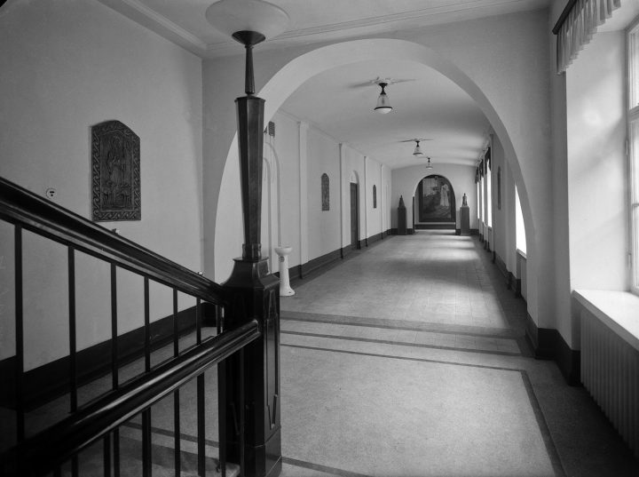 Hallway in the late 1920s, House of Learned Societies