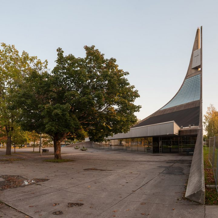 Main entrance, Lauritsala Church