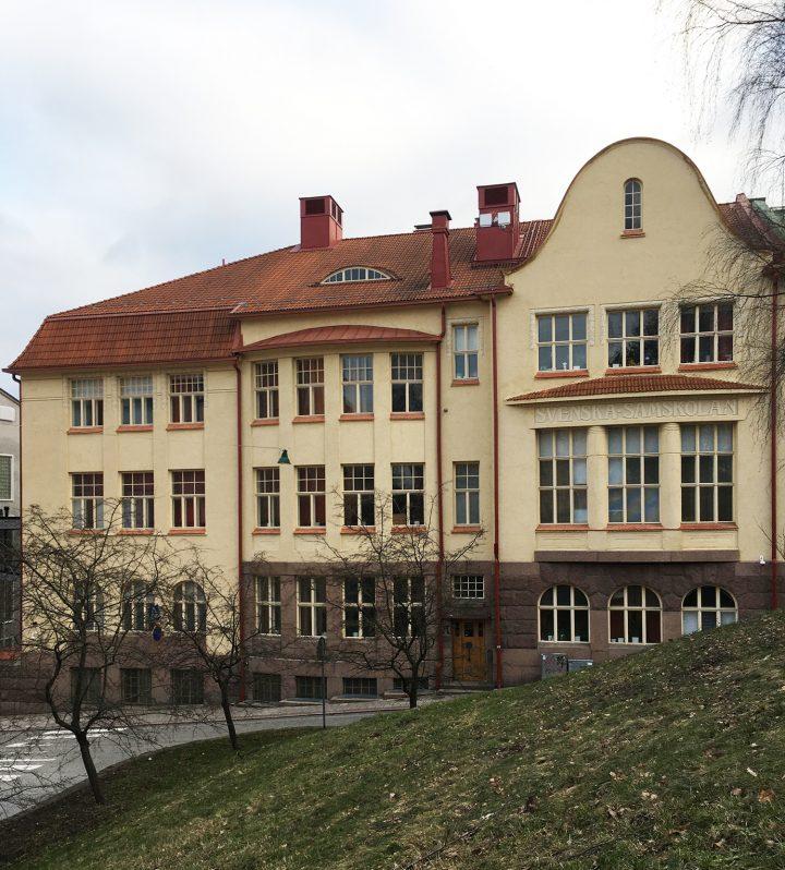 Street façade towards the Puolalanpuisto park, Swedish Co-educational School