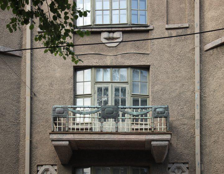 The balcony opens towards the Diananpuisto park, Uudenmaankatu 5 Art Nouveau Building