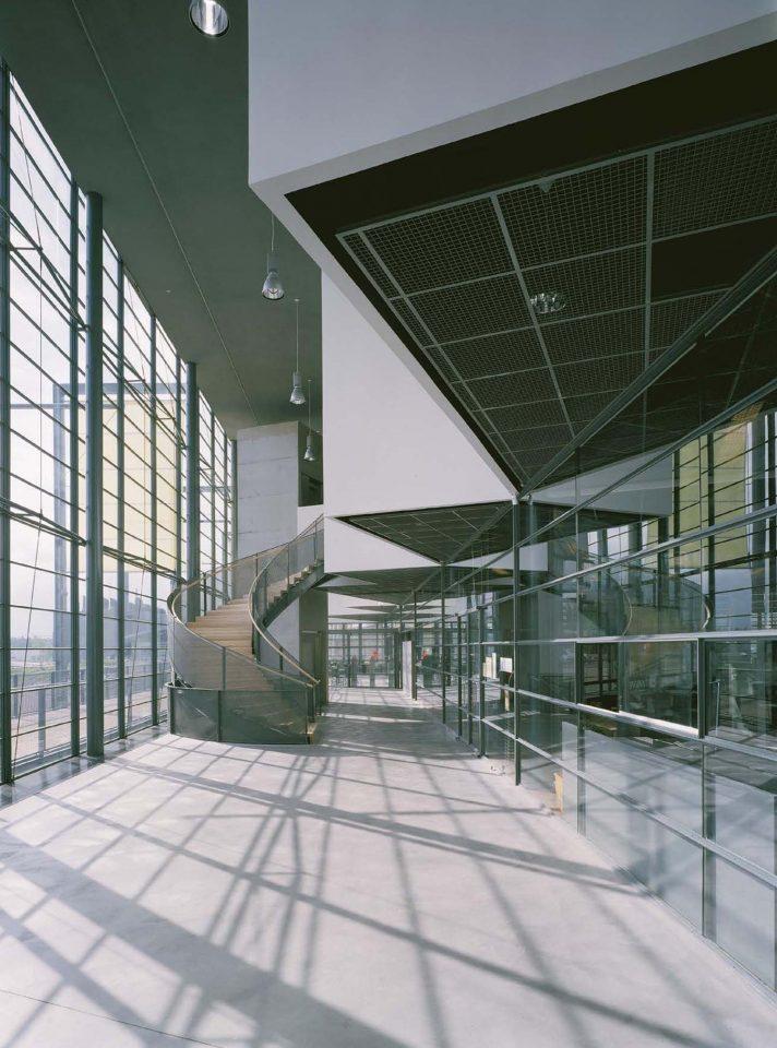Entrance lobby, Vuotalo Cultural Centre