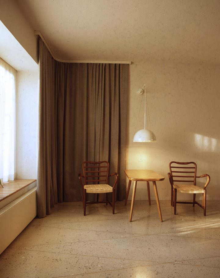 Room for the bereaved, furniture by Erik Bryggman, Resurrection Chapel