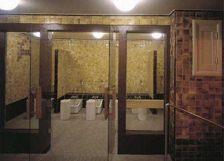 Washroom adjoining the small pool, Yrjönkatu Swimming Hall