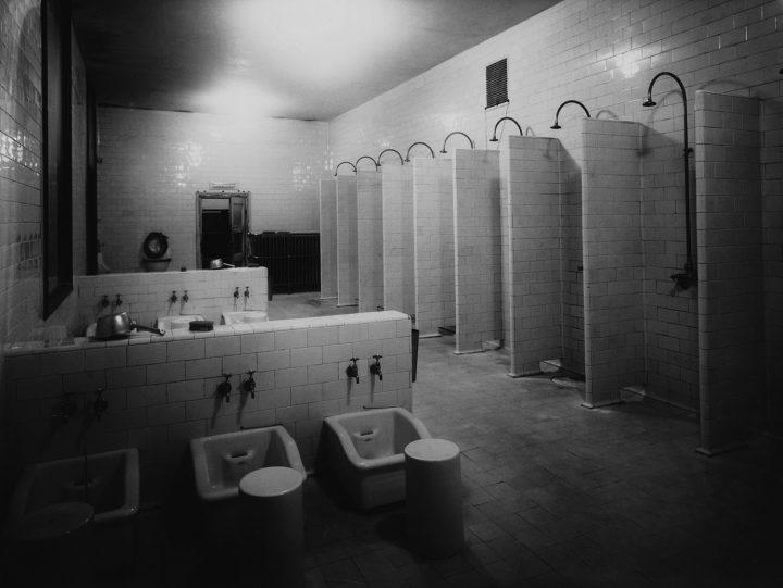 Washroom interior in 1929, Yrjönkatu Swimming Hall