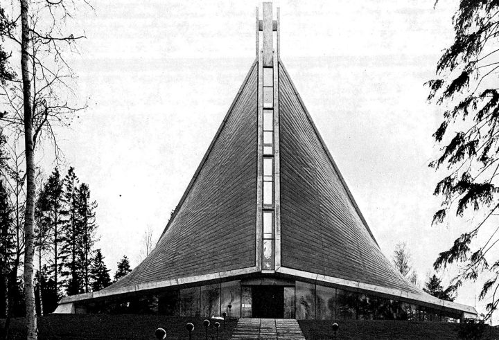 Main entrance, Kannelmäki Church