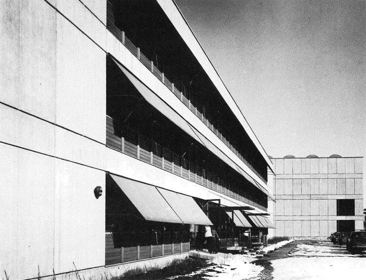 Strip windows are a focal feature of the façade, Helsinki Finnish Co-educational School SYK