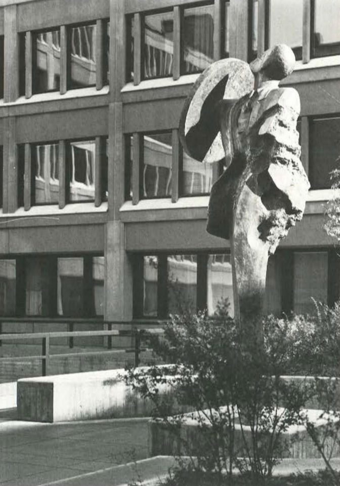Tapio Junno's bronze sculpture 'Man with shield', Ministry of the Interior