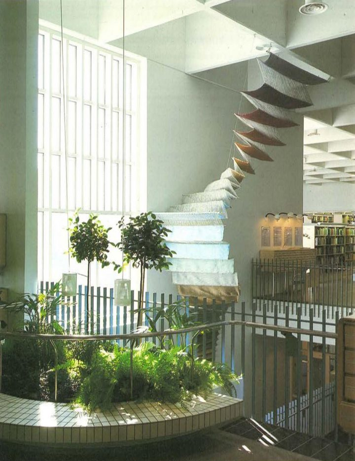 Two-storey high entrance lobby , Riihimäki City Library