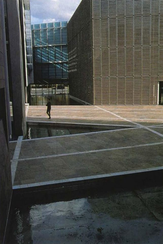 Water pool in the courtyard, a symbolical link between five Nordic countries, Berlin Embassy of Finland
