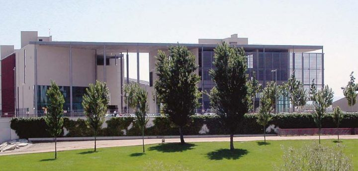 Main façade towards the river Segre, University of Lleida Libarary and Cultural Centre