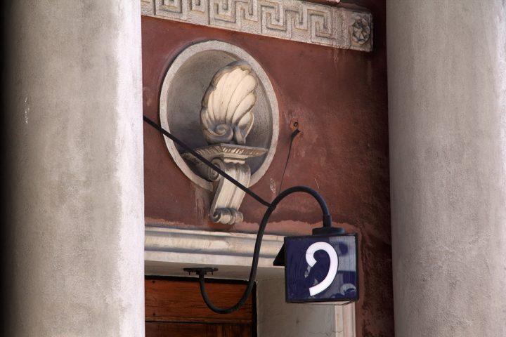 Façade detail, achantus leaf above the main entrance, Brahenkatu 9 Apartment Building