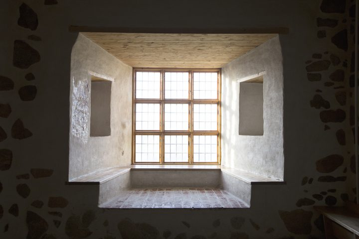 Window niches with benches, hand-hewn wooden parts and antique glass window panes, Turku Castle