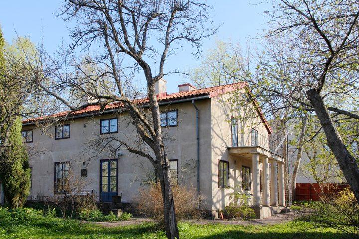The tall dining room windows overlook the garden on the west side, Casa Haartman
